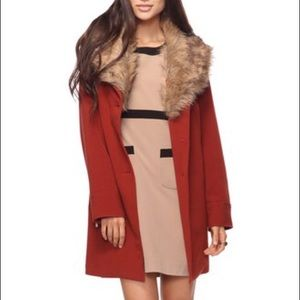 F21 Red Double breasted peacoat fur collar M